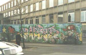 Stationens mur med graffiti