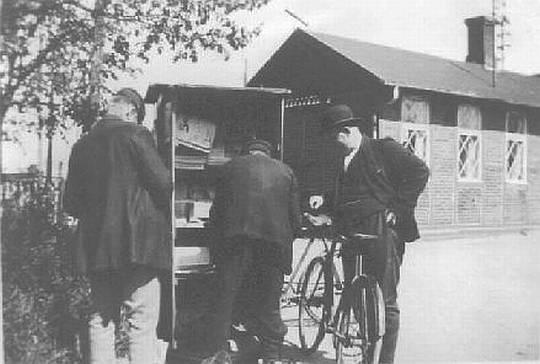 Avissalg Ved Stationen 1922